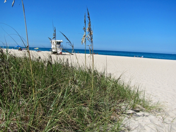 vero beach hotels - beach with lifeguard stand-3-60